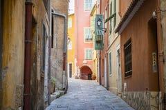 Средневековая улица в Villefranche-sur-Mer Стоковая Фотография RF