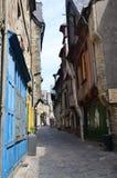 Средневековая улица в Vire в Нормандии (Франции) в июле 2014 стоковое фото