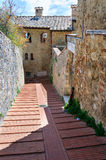Средневековая улица San Gimignano, Toscana Стоковые Изображения