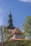 Средневековая церковь в городе Стоковые Изображения RF