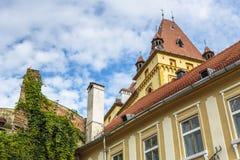 Средневековое здание архитектуры, Sighisoara, Румыния стоковые изображения rf