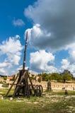 Средневековое trebuchet на Des Baux de Провансали замка, Франции Стоковое Фото