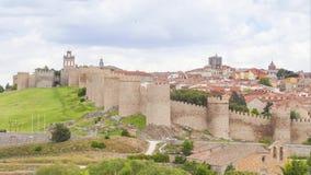 Средневековые стены исторического города Авила, Испании акции видеоматериалы
