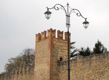 Средневековые стены и фонарный столб в Marostica в Виченца в венето (Италия) Стоковые Фотографии RF