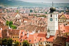 Средневековый городок с башней с часами стоковая фотография