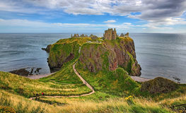 Средневековый замок Dunnottar крепости & x28; Aberdeenshire, Scotland& x29; Стоковые Фотографии RF