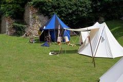 Средневековый кемпинг для участников турнира стоковое изображение