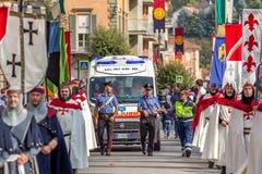 Средневековый парад в Alba, Италия Стоковая Фотография RF