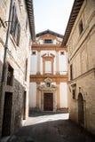 Средневековый переулок в Умбрии Стоковая Фотография
