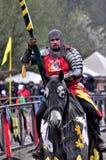 Средневековый рыцарь верхом Стоковая Фотография