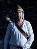 Средневековый лучник с луком и стрелы Стоковые Фотографии RF