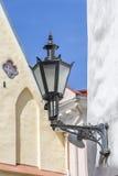 Средневековый фонарик в городе Таллина Стоковая Фотография
