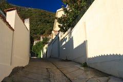 Среднеземноморская узкая улица в утре Черногория Стоковые Фотографии RF