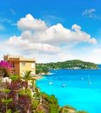Среднеземноморской ландшафт пляжа, французская ривьера Стоковые Изображения