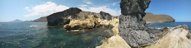 Среднеземноморской взгляд береговой линии и пляжа панорамный в Альмерии Курорт Стоковые Фото