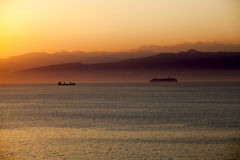 Среднеземноморской заход солнца с туристическим судном Стоковая Фотография RF
