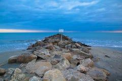 Среднеземноморской пейзаж пляжа; Франция Стоковые Фото