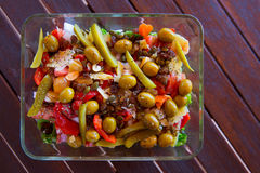 Среднеземноморской салат с салатом огурца оливок томата Стоковое Фото