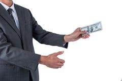 Средний раздел бизнесмена держа 100 долларов Стоковое Фото