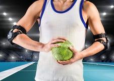 Средний раздел игрока держа гандбол Стоковая Фотография