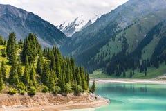 Средняя Азия озера горы ландшафта стоковая фотография rf