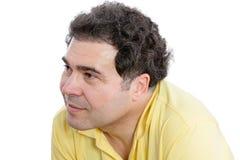 Средн-постаретый человек слушая к что-то тщательно Стоковые Фото