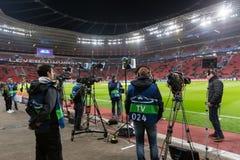 Средства массовой информации и фотографы во время игры лиги чемпионов UEFA Стоковое Фото