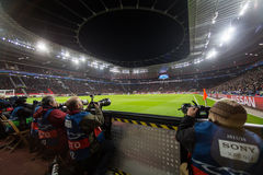 Средства массовой информации и фотографы во время игры лиги чемпионов UEFA Стоковые Фотографии RF