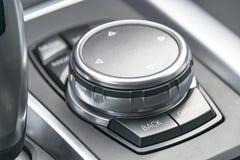 Средства массовой информации и nivigation контролируют кнопки, современную деталь интерьера автомобиля Стоковая Фотография RF