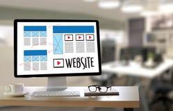 Средства массовой информации WWW программного обеспечения чертежа эскиза плана веб-дизайна и график Стоковые Изображения RF