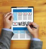 Средства массовой информации WWW программного обеспечения чертежа эскиза плана веб-дизайна и график Стоковые Фотографии RF