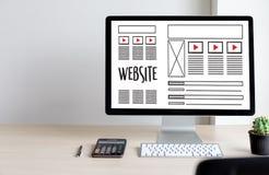 Средства массовой информации WWW программного обеспечения чертежа эскиза плана веб-дизайна и график Стоковая Фотография
