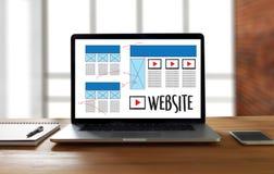 Средства массовой информации WWW программного обеспечения чертежа эскиза плана веб-дизайна и график Стоковое Изображение RF