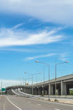 Срочный путь на предпосылке голубого неба Стоковые Фото