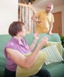 Ссора более старой женщины с сыном Стоковое Изображение