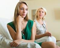 Ссора взрослых дочи и матери Стоковая Фотография