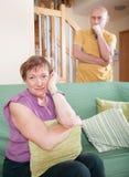 Ссора женщины с его сыном Стоковые Изображения