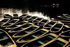 ставить rowing на якорь шлюпки Стоковое Изображение RF
