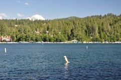 ставит бакены озеро стоковая фотография