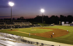 Стадион бейсбола низшей лиги Nighttime Стоковые Изображения