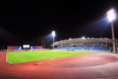 Стадион с местом на открытой трибуне в ноче Стоковое фото RF