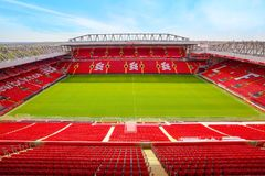 Стадион Anfield, домашняя земля клуба футбола Ливерпуля в Великобритании стоковые изображения