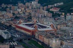 Стадион ferraris luigi marassi вида с воздуха городка Генуи стоковая фотография rf