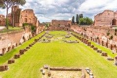 Стадион Palatine - ипподром Domitian Археологические раскопки холма Palatine, Рим, Италия стоковое фото