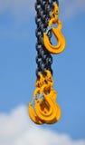 Стальная цепь с 3 желтыми крюками Стоковые Фото