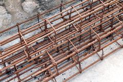 Стальной прут, арматура для конструкции, ржавчины на стальном проводе, ржавчины стального прута, стали провода, ржавчины арматуры Стоковые Изображения