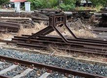 Стальной стоп буферов в конце железной дороги Стоковые Изображения