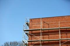Стальные леса используемые для ремонтных работ façade стоковое изображение rf