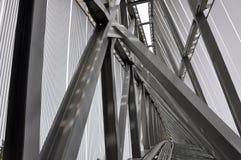 Сталь сварила конструкцию башни, защищенную пластичными плитами стоковое изображение rf