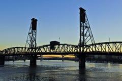 сталь silhoutte моста стоковое изображение rf